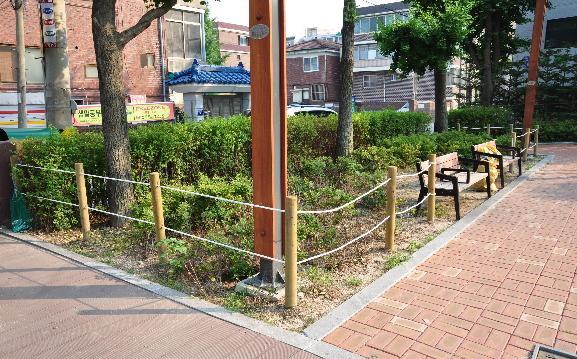 친환경 나무 사용, 화단보호 인지책 설치