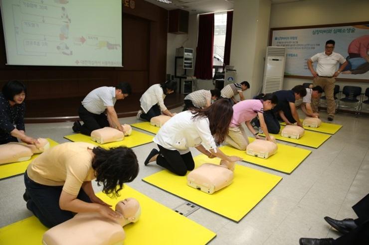 방학을 맞이한 학생들, 생명 살리는 심폐소생술 배워보세요~